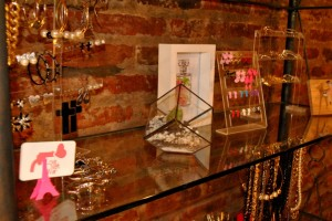 Love Not War abrió su showroom