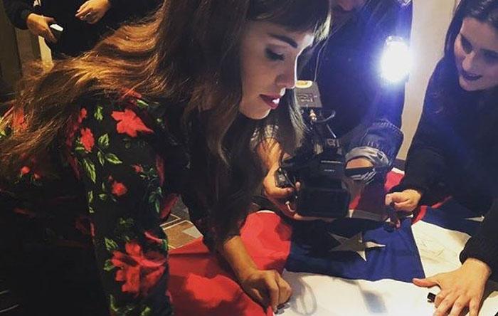 ¡Gana la bandera de Chile autografiada por Lali Espósito!
