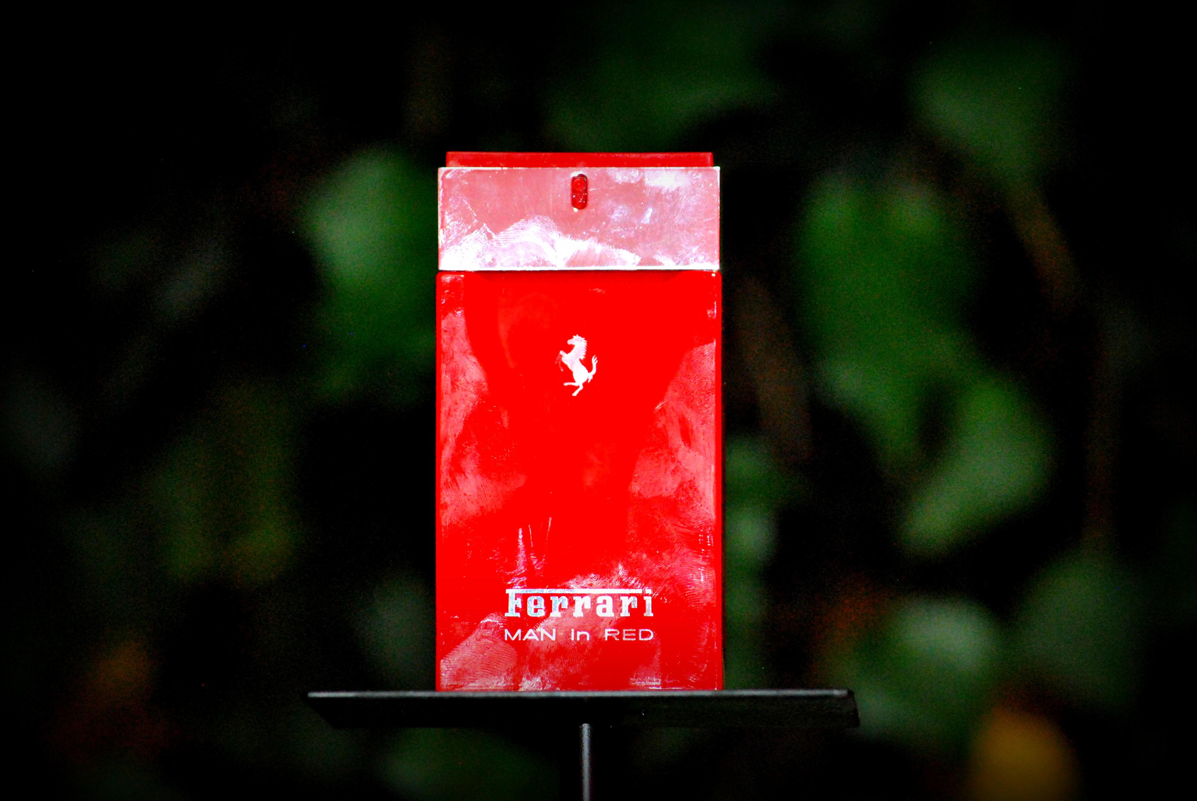 "#ForHim Ferrari lanza su nueva fragancia ""Man in red"""