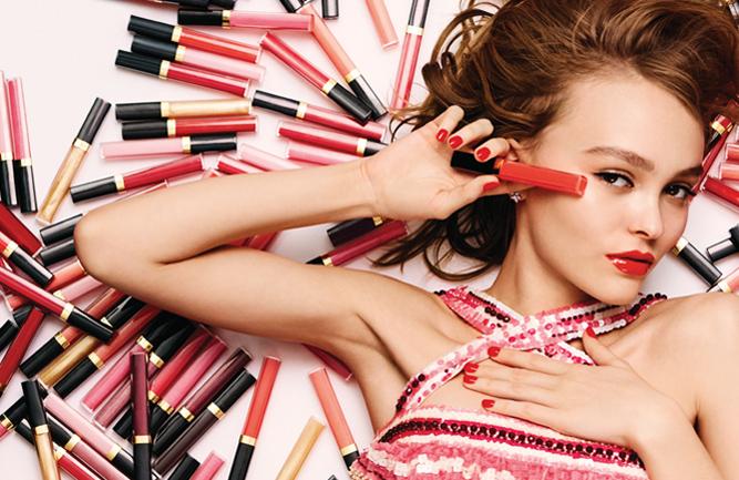 Lily-Rose Depp es la nueva cara del Rouge «Coco Gloss»