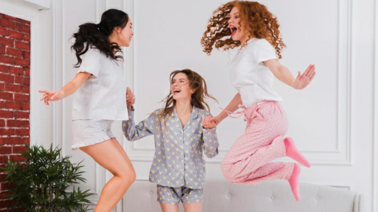 4 Momentos en que el pijama formó parte de la revolución