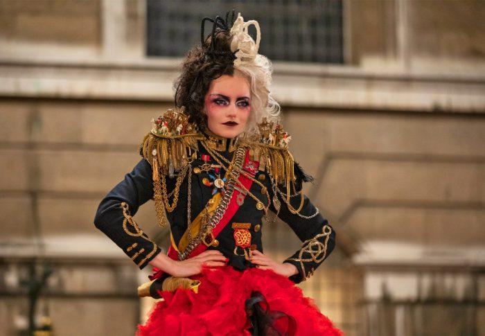 CRUELLA trendsetter:  los looks fashionistas de Emma Stone
