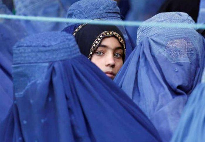 Mujeres de todo el mundo alzan su voz por las miles de mujeres y niñas silenciadas en Afganistán