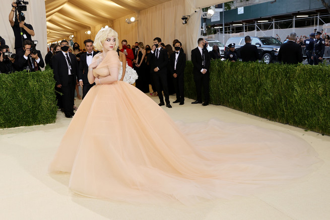 Billie Eilish homenajea a Marilyn Monroe en la MET GALA