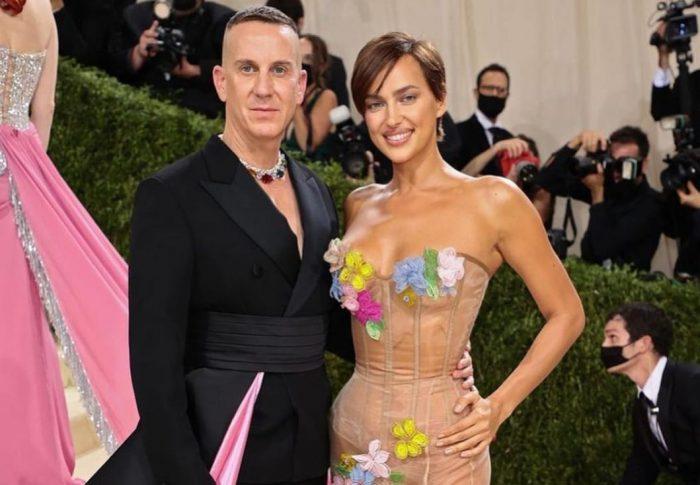 Irina Shayken la MET Gala: naked dress floralby Moschino